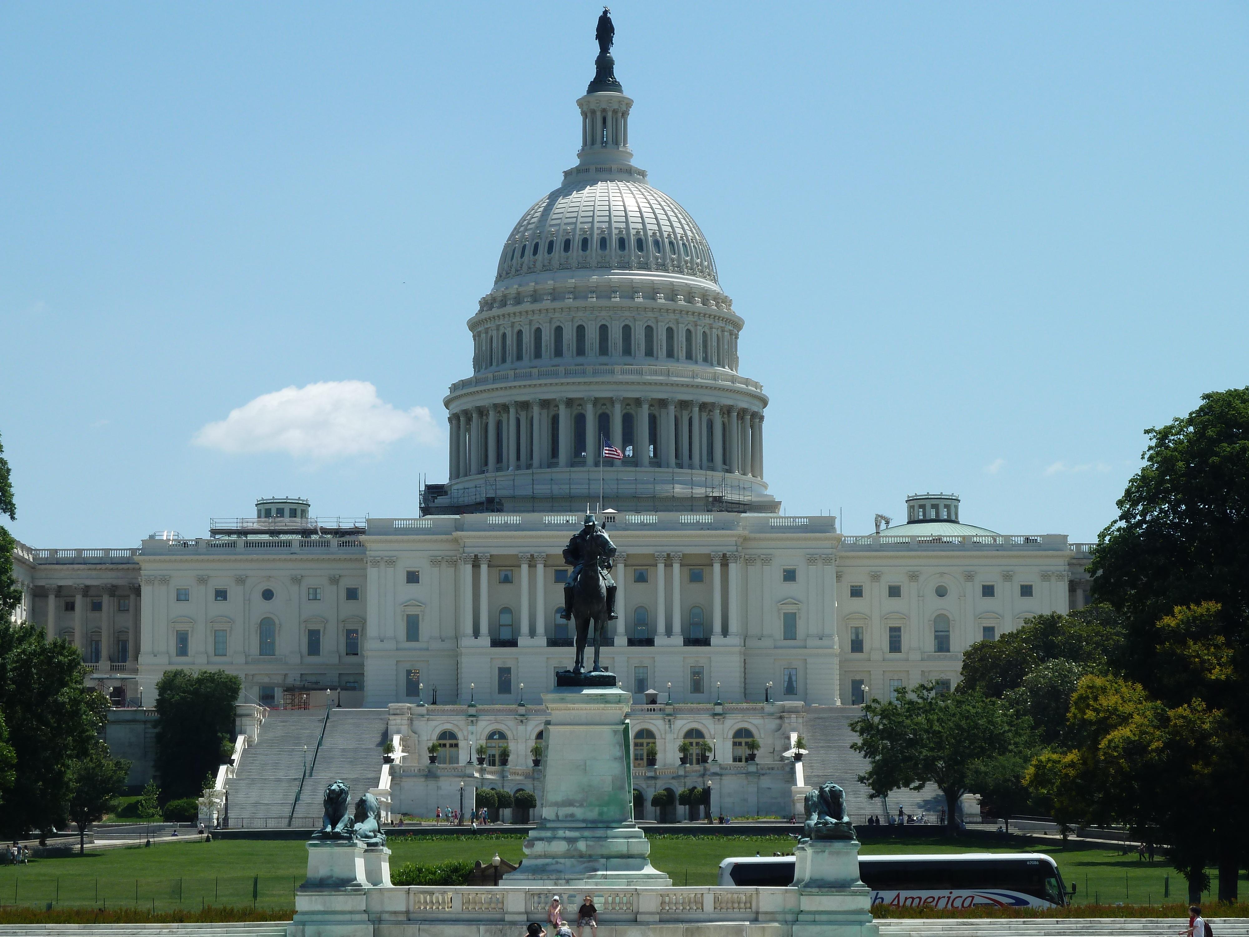 Landscape view of the U.S. Capitol building.