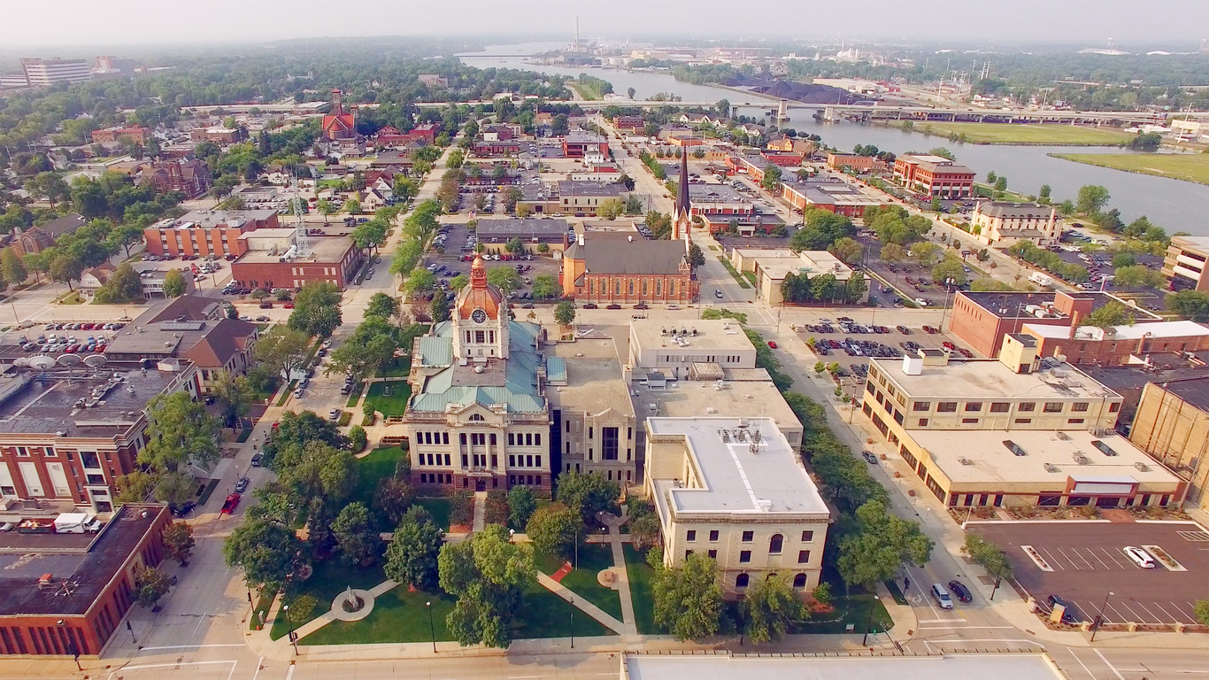 Aerial photo of a downtown with courthouse in foreground.